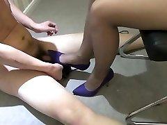 Čínske dievča vysoké podpätky pošliapanie