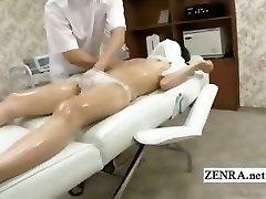 Subtiitritega häbelik Jaapani koolitüdruk esimene erootiline massaaž