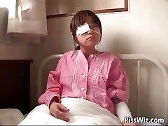Słodkie Azjatyckie owłosione nastolatka sika w part4