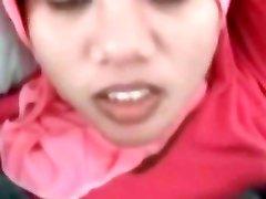 Teen indonésio Empregada Tentando Pau Branco Primeiro Tempo