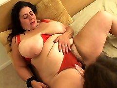 Fat fuckslut goes down on girl