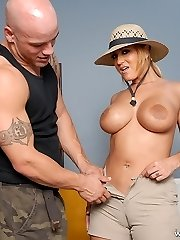 Good-sized camel toe gets leveled after being boned hard in reverse cow girl