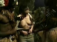 Busty Brunette Prdeli v Džungli BBC Monstra