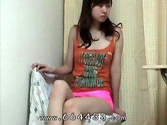 Kikket låret & cameltoe av japansk slank jente