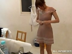 Suzu Tsubaki steaming milf in her swimsuit demonstrates her talents