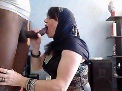 arab babe do blow-job