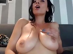 Horny mum cums on herself and munch it on webcam