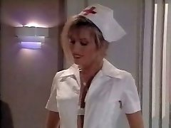 خمر ممرضة المشهد. Cums في على قدميها