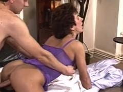 Pohoten Žena Doggystyle Zajebal V Seksi Perilo