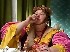 Καυτή ξανθιά ρωσίδα σύζυγος είναι εξαπάτηση και παρακολουθείται από ένα παράξενο
