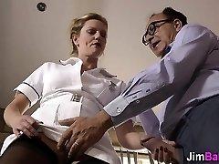 Amateur enfermera olas de edad