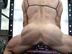 Muscle Babe Pulverizes a Dildo in the Gym
