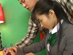 Hot Jap Chick In School Uniform Rijdt De D