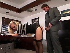 Sekretær knullet i office