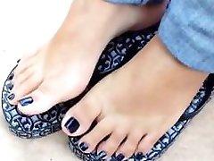 apenas os pés