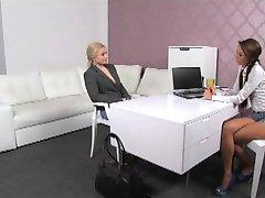 FemaleAgent - Blondýna tělo stavitel masturbuje