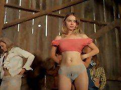 Ženy striptýz na jevišti 1972