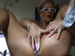 Mature squirt with dildo (Camaster)