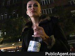 PublicAgent - Tatuato bionda contanti per il sesso