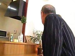 العجوز + اليابانية الجميلة جبهة تحرير مورو الإسلامية المثيرة يومي كازما
