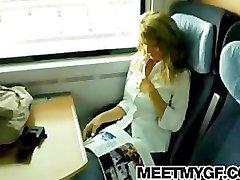 Блондинка подросток трахал на общественном поезде