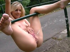 Cute Teen takes a piss in the Park