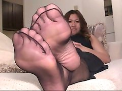 Ebony Pantyhose Feet Play 4