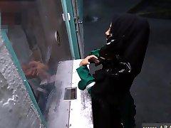 Arabiske lesbisk office Desperat Arabiske Kvinne