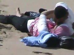 arapski hidžab djevojka sa svojim БФ uhvaćeni u seksu na plaži