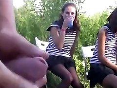 Offentlig Nakenhet for Jenter