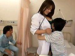 Verpleegkundige en stoute jongens