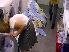 Hotelschlampe i der Waeschekammer gefickt av snahbrandy
