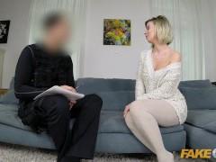 Ponaredek Policaj Seksi eno MILF zapelje uniformirani policist