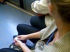 decolteu dans le metro