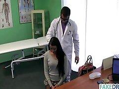 幅女の子がで彼女の医師が積