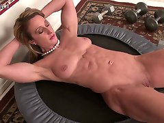 Muscular American housewife showing big lips and clit