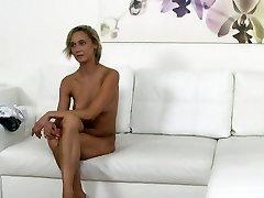 Česká blondýnka servírka šuká na castingu