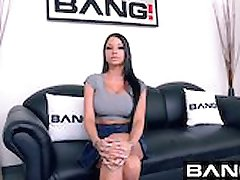 BANG Casting: Raven Droite Une Salope DDD Seins