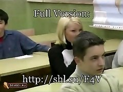 Sexe en groupe dans la salle de Classe