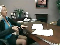 BIG TIT BLONDE MILF CHEF IN STRÜMPFEN FICKEN BIG DICK OFFICE-WORKER