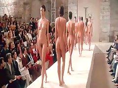 Nude Μολύνουν στην Εβδομάδα Μόδας του Παρισιού BVR