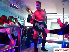 Sex oralny laska euro doggystyled na imprezie