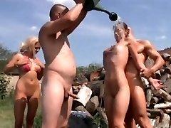 El Nudismo, Las Fiestas De Verano