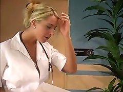 Enfermera rubia