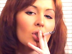 Bonita Pelirroja de Fumar y Follar