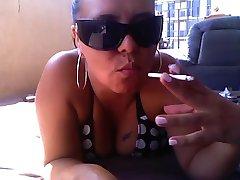 Caliente Curvas Cougar POV de Fumar BJ