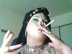 Diosa Bella Donna,una bbw fumar Reina gitana.