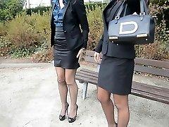 2 joven y sexy secretarios en la época de las medias de & garterbelt