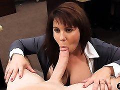 Große Brüste amateur Hausfrau verkauft Ihre Muschi für bail