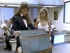 2 ženske in letališča